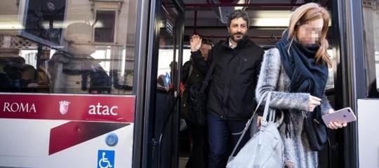 Il primo giorno a Montecitorio? Il presidente Fico prende l'autobus