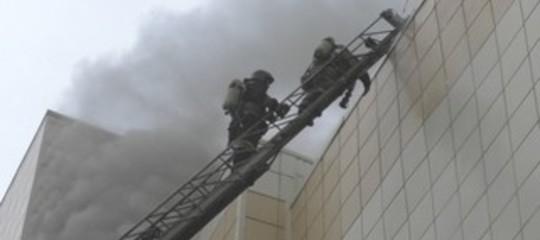 Cosa ha scatenato l'incendio che ha causato la strage del centro commerciale in Siberia