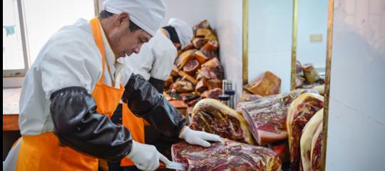 Una contea cinese vuole fare prosciutti più buoni di quelli di Parma