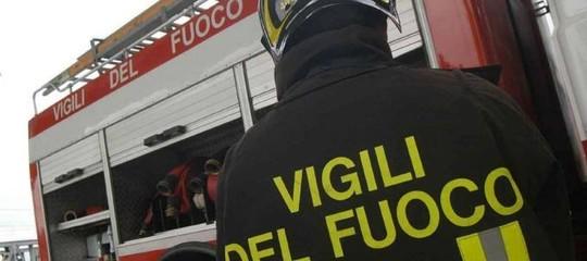 Crolla una palazzina nel Milanese, si temono vittime