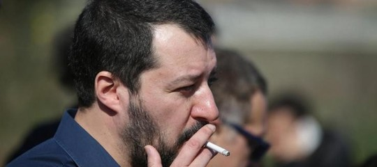 Salvini e l'eterno addio alla sigaretta