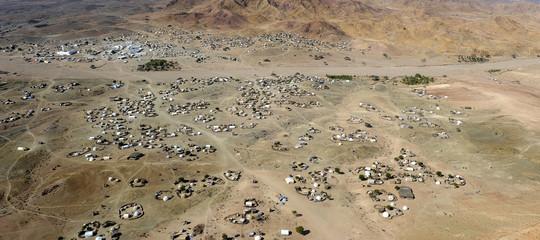 """Le voci della""""Porta del lamento"""", l'inferno degli yemeniti che scappano dalla guerra"""