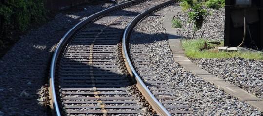 Morto ventenne travolto da treno nel Salernitano