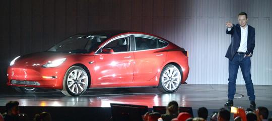 Sarà un caso, maMuskprende il controllo della Model 3 e la produzione è subito aumentata