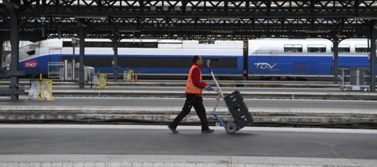 Cosa difendono i ferrovieri che hanno deciso di paralizzare i treni in Francia