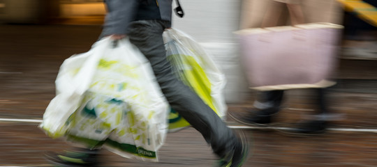 Come devono essere i sacchetti bio portati da casa? E chi li controlla?