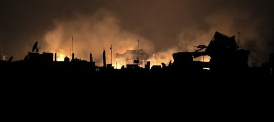 Siria: attivisti, 27 civili morti tra cui 5 bambini, nel raid su Duma