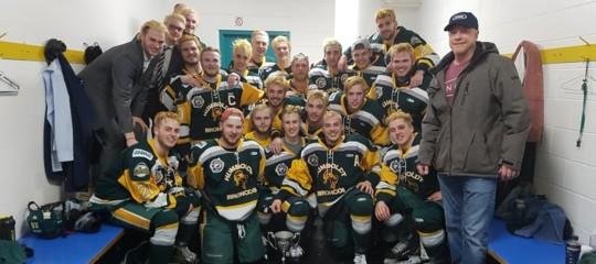 Canada: bus squadra giovanile di hockey si scontra con un camion, 14 morti