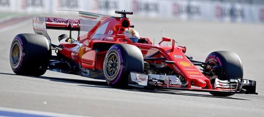 F.1: GpBahrain, la prima fila è Ferrari, Vettel in pole