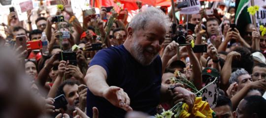 Brasile: Lula in carcere, 9 feriti negli scontrial suo arrivo