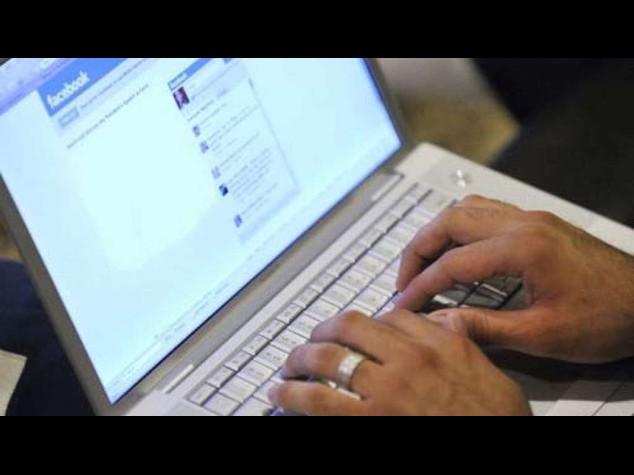 Italiani sempre più soli ma sempre più social, 57% sempre online
