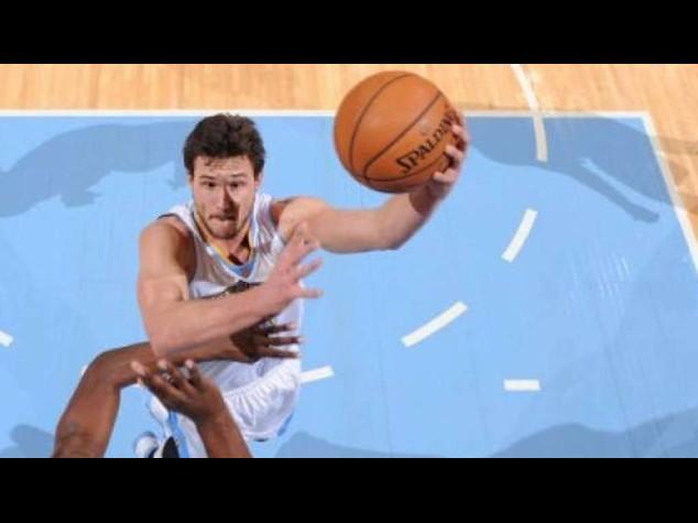 Basket: Nba. Gallinari batte Bargnani nel derby Nuggets-Knicks
