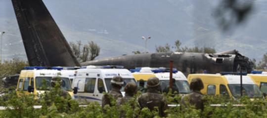 Algeria: precipita aereo militare, a bordo oltre 200 soldati