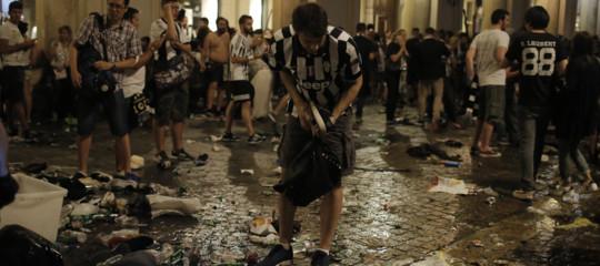Si è finalmente scoperto cosacausòil panico in piazza San Carlo