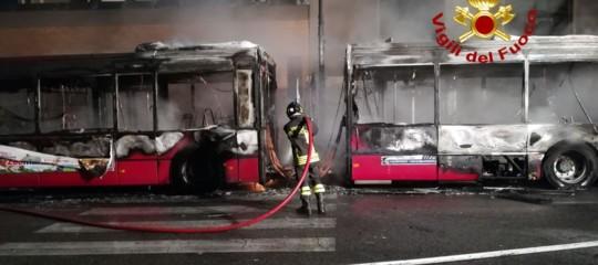 Roma: incendio su bus dell'Atac, passeggeri incolumi