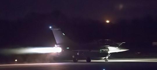 Alla fine Trump l'ha fatto: notte di bombardamenti sulla Siria