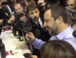 """Corona brinda con Salvini: """"Al nuovo premier!"""""""