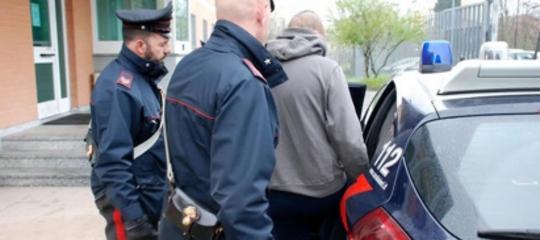 Tenta abusi su ragazzina 13enne, arrestato 44enne nel Casertano