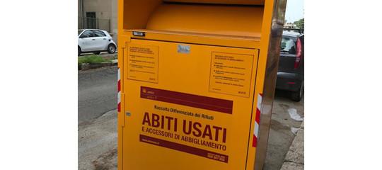 A Roma sono tornati i cassonetti gialli per la raccolta di abiti usati. Cosa sapere