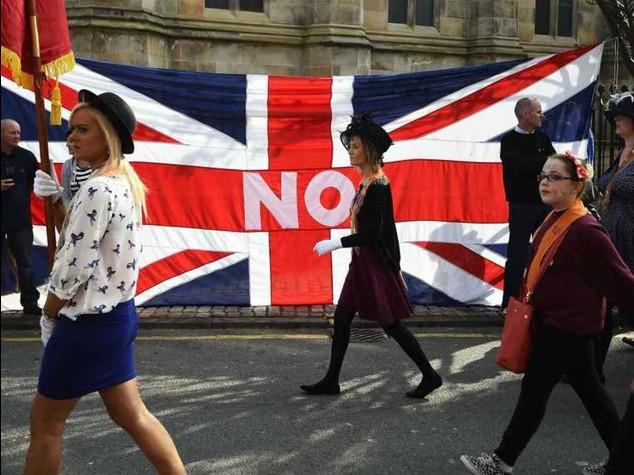 Scozia vota per l'indipendenza  Decideranno 400mila indecisi