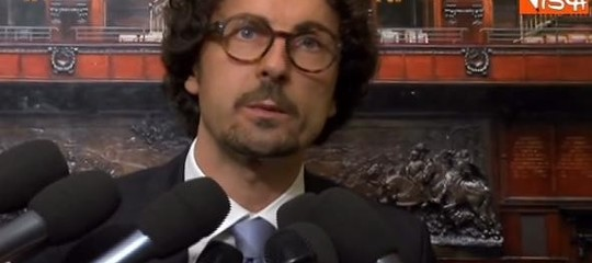 Governo: Toninelli, 'matrimonio' con Lega ma no Berlusconi