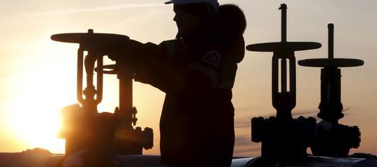 Petrolio: prezzo al top da 4 anni per summit Opec-Russia