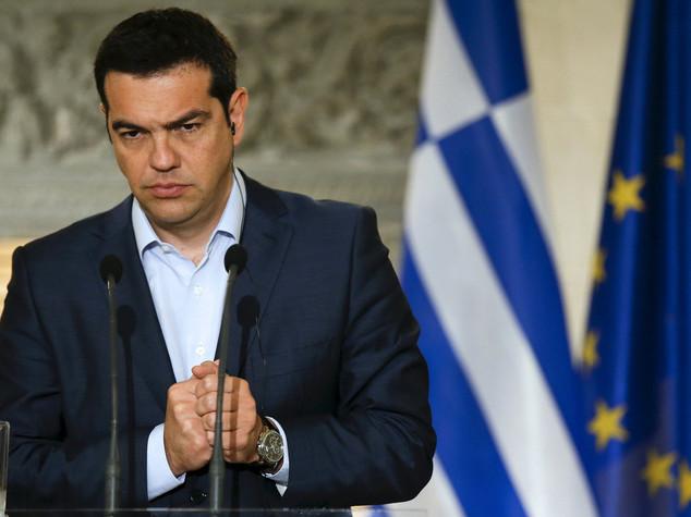 Tsipras, con Grexit inizio della fine dell'euro. Ad Atene assalto alle banche