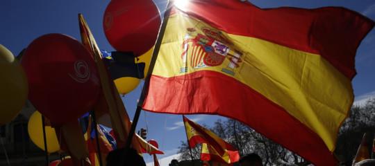 Gli spagnoli sono diventati più ricchi degli italiani