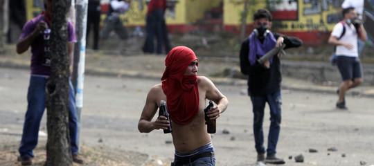 Venticinque morti nelle proteste contro il governo. Cosa sta succedendo in Nicaragua
