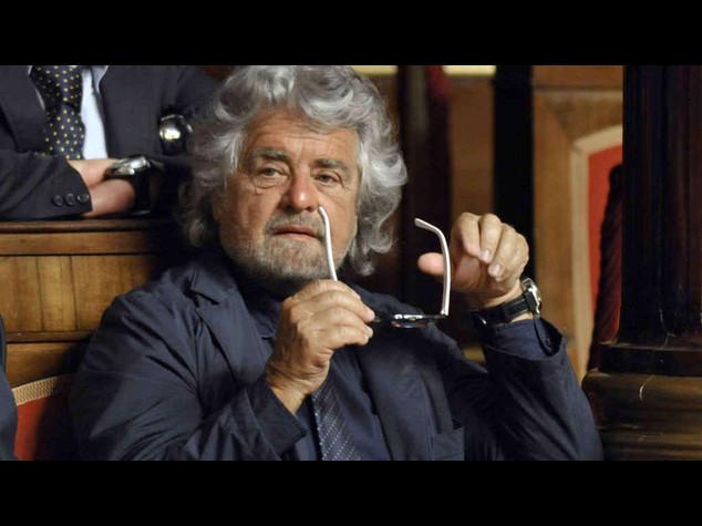 "Lavoro: Grillo contro 'CoeRenzie', ""difendeva art.18"""