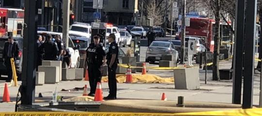 La strage dei pedoni a Toronto conta per ora 10 morti. Chi è l'attentatore