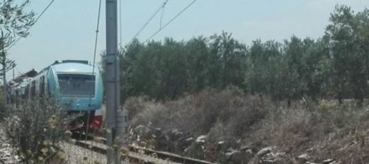 Deraglia treno Torino-Savona nel cuneese, feriti lievi