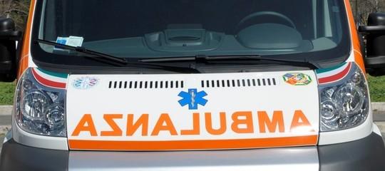 Incidenti lavoro: operaio muore travolto da auto su bisarca