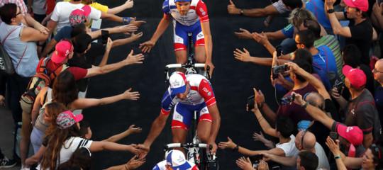 Il Giro d'Italia parte subito con una caduta illustre. Che gara sarà
