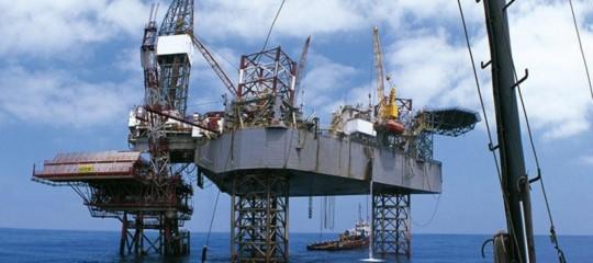 Petrolio: chiude in rialzo a 69,72 dollari a New York