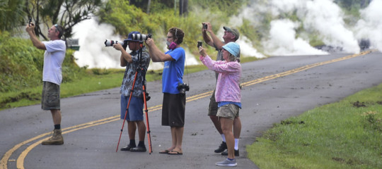 Alle Hawaii, 10.000 persone sono state sgomberate per un terremoto e un'eruzione