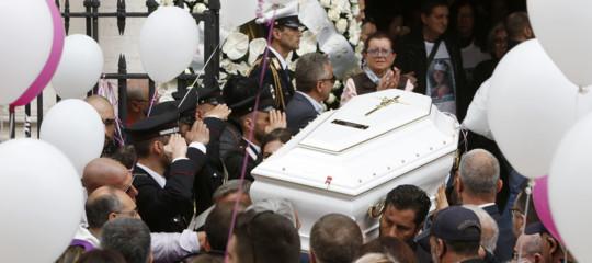 Una chiesa gremitaper l'addio a PamelaMastropietro