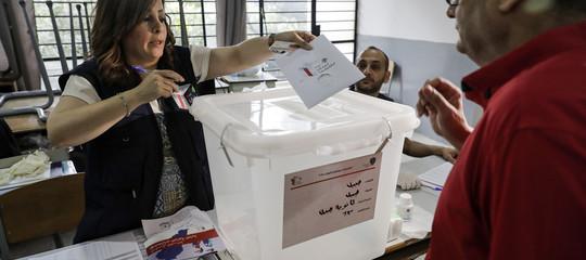 Libano: seggi aperti per le politiche, elettori in coda