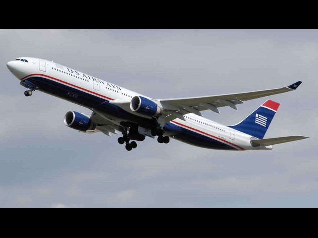 Atterraggio d'emergenza a Fiumicino, malore in volo per 13 persone