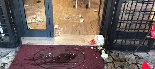 Raid deiCasamonicaallaRomanina: le immagini del bar devastato