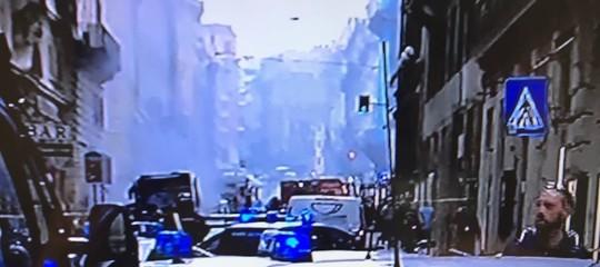 Autobus prende fuoco ed esplode nel centro di Roma