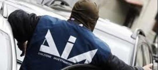 Camorra: imprenditori per conto dei clan, 6 arresti a Napoli