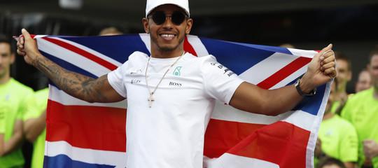 F1: Hamilton in pole in Spagna, Ferrari in seconda fila