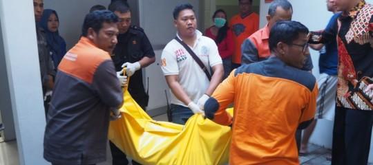 Cristiani nel mirino in Indonesia, 13 morti in tre attacchi