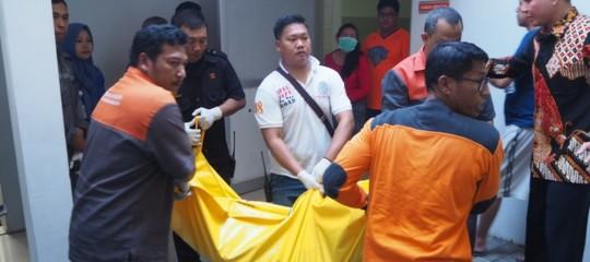 Indonesia: un'intera famiglia kamikaze, sale a 13 il bilancio dei morti