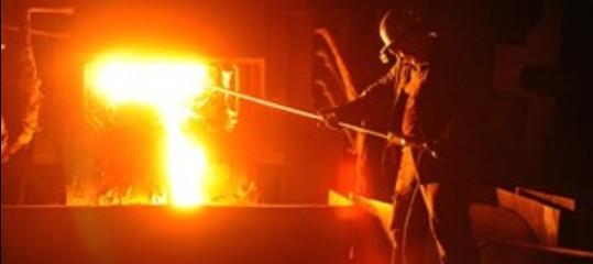 Colata di acciaio fuso investe 4 operai a Padova, due gravissimi