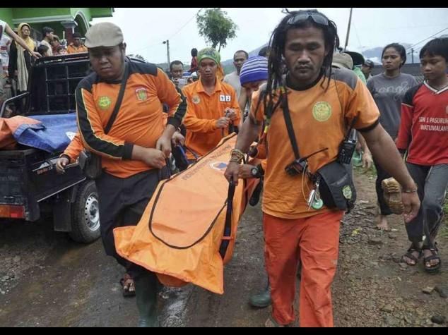 Indonesia: frana a Giava, 12 morti e 100 dispersi
