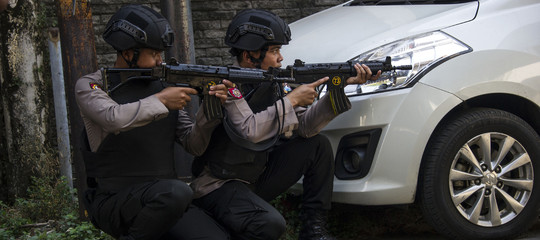 Indonesia: nuovo attentato, 4 kamikaze si fanno esplodere vicino quartier generale della polizia