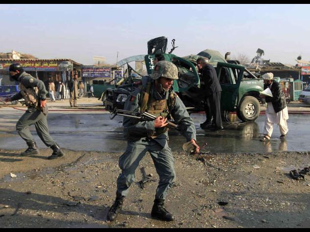 Afghanistan: talebani attaccano banca nell'Helmand, 7 morti - Video