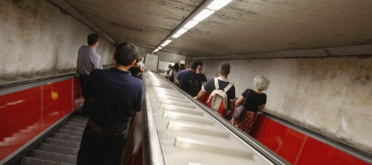 metro roma passeggeri piedi